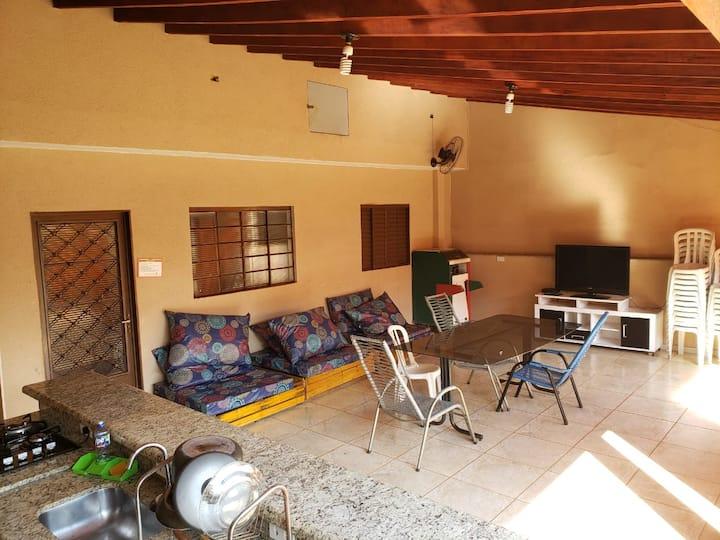 Casa (Área) espaçosa e muito confortável.