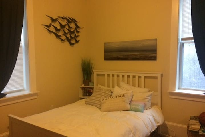 Large room in 2bdrm aprt -own Bath - Chelsea - Apartment