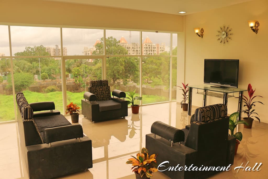 Luxurious Common Sit out with green view