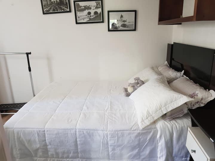 Quarto Mobiliado em Hostel, completinho