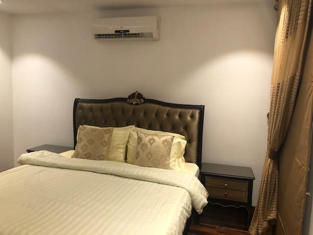 Awsomeness One Bed Room  Apartment Near Liberty