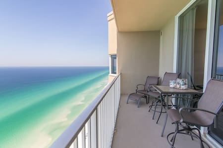 "Free beach Set-up| Walk to Pier Park| 5 STAR ""Beachfront BREEZE"""
