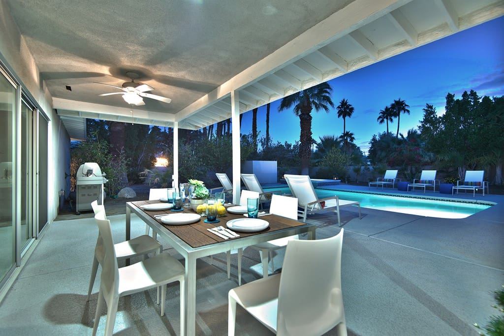 COVERED PATIO TO POOL NIGHT - CASA MODERNA - PALM SPRINGS VACATION RENTAL POOL HOME