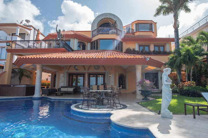 Luxury Beachfront Mansion with Gym Cancun