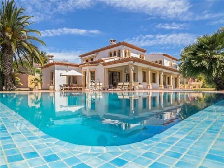 Gorgeous villa of rustic style, in Jávea