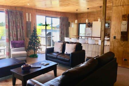 Araiawa Raio Lodge New S/C Slps 2-6 Harbour access