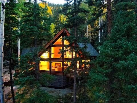 Creekside Log Cabin | Enchanting Forest near I-70!