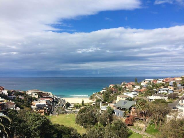 Ocean view apartment, minutes from the beach - Tamarama
