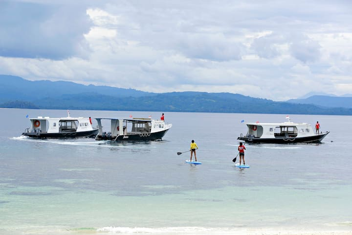 Boats and Stand Up Paddle