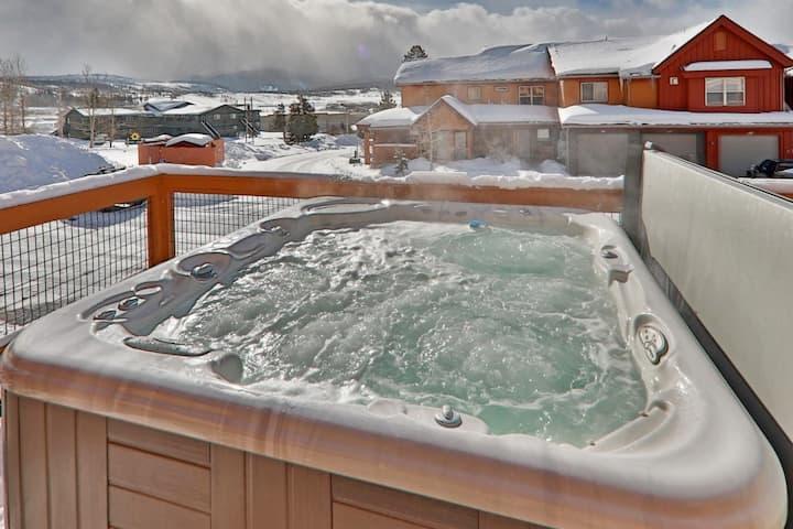 Tres Apres Mountain Home - Hot Tub, Bikes & Views!