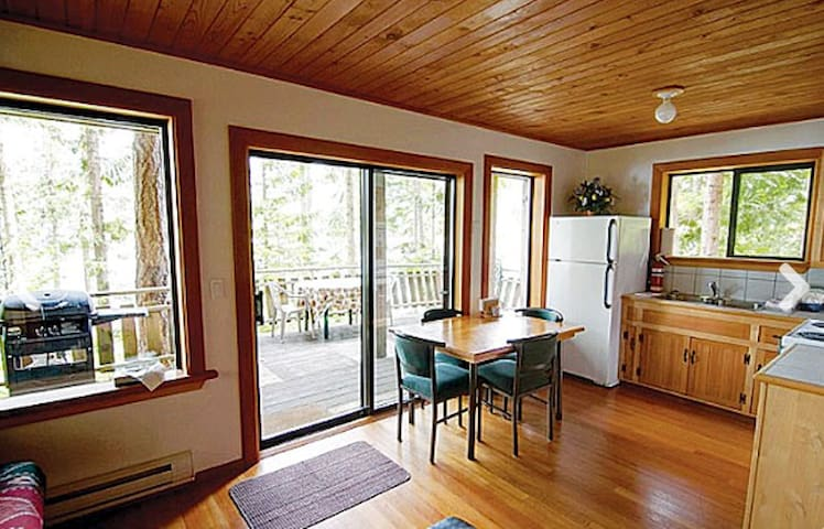 Cozy Forest 1 Bedroom Chalet + Patio