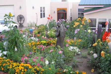 3 Bdrm/1 bath- Ray's Country Garden Wonder