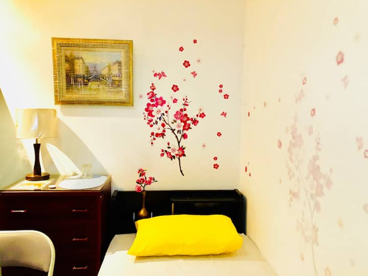 Room near Bonifacio D,IT Park,Ayala,SM,Castle Peak