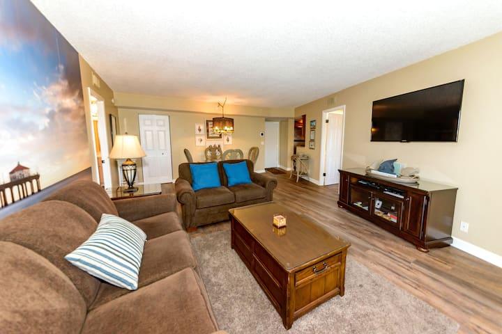 Beautiful Condo With 2 Master Suites.
