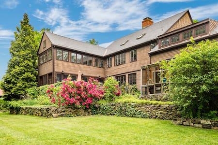 Sweetbrier Farm – Gorgeous Views, Beautiful Home