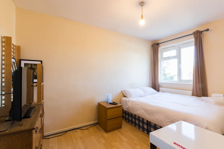 Gorgeous cozy room in Hammersmith (AH R3)