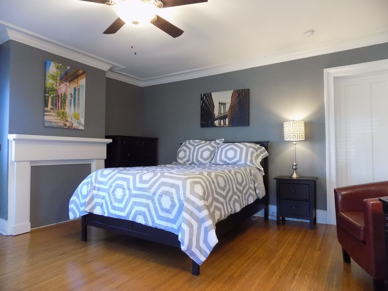 Comfortable furnishings including a Queen bed with linens.