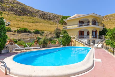Villa with large private pool and stunning seaview - Crocefissello - Hus