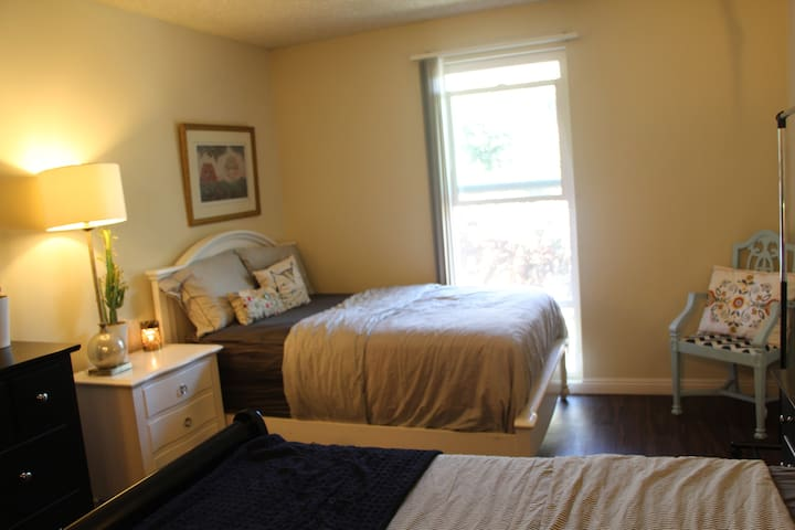Private Master Bedroom & Bathroom with 2 Beds!!