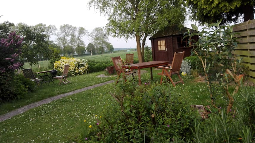Romantic garden cabin for single travellar - Kortgene - Pondok