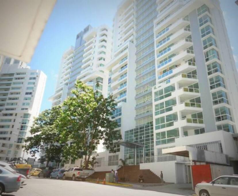 Fachada del Condominio/Building Facade