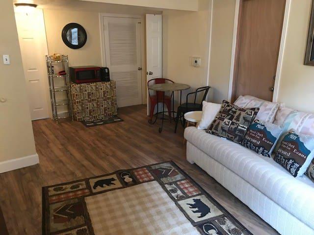 Colorado Springs / Broadmoor Suite-dog friendly