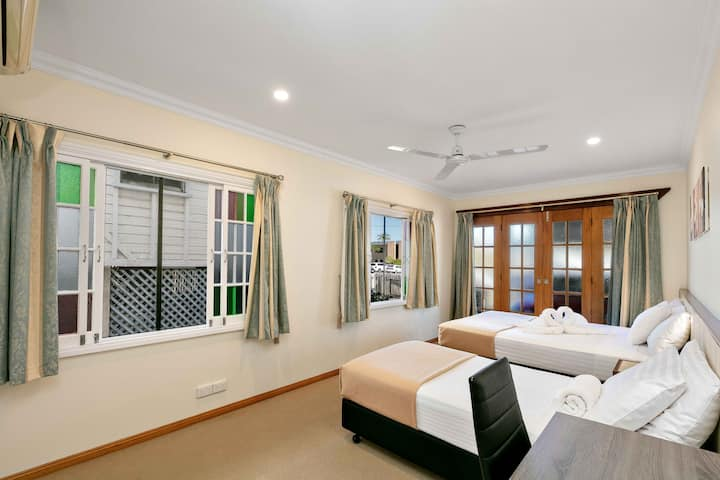 Cairns Central Walking Distance Room 1