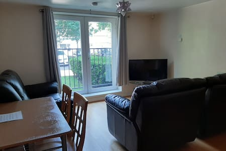 Bright Chorlton home with 43 inch 4k TV