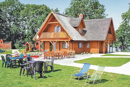 Holiday cottage with 4 bedrooms on 157m² in Kolczewo