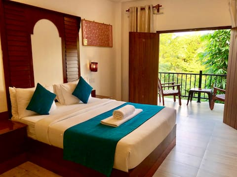 Double room with Breakfast + Pool + Best location