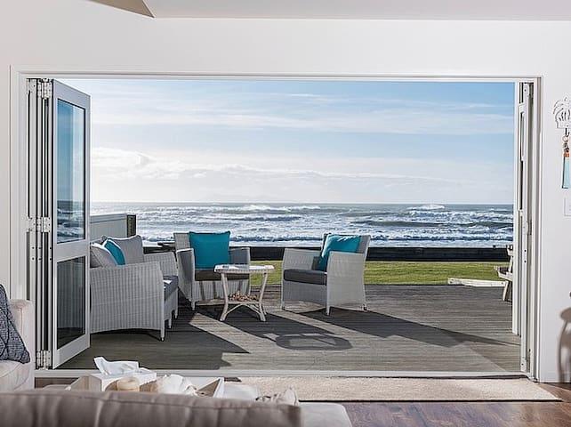 Beachfront luxury at Waihi Beach - Waihi Beach - House
