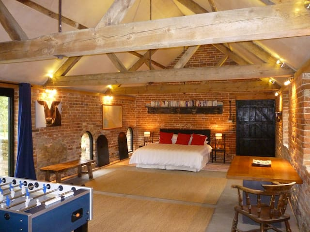 New Forest unique large barn conversion