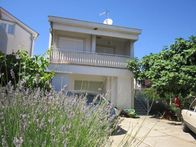 Great 1-bedroom Apartments close to the beach - Turanj - Apartment