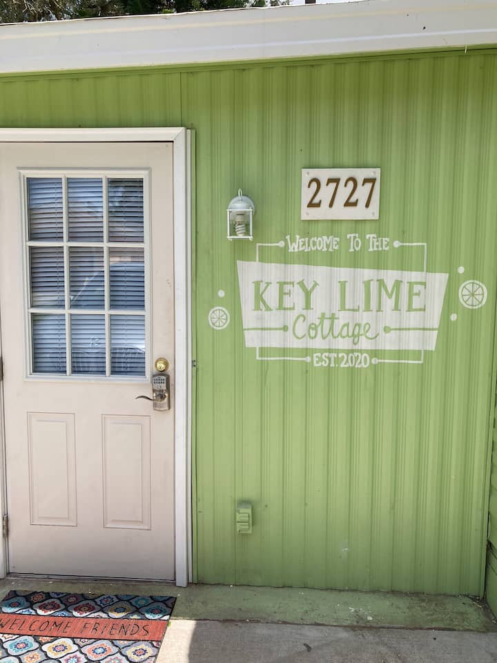 Keylime Cottage 15 minutes to all Parks!!  Woohoo!