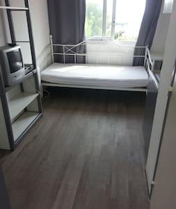 loue studio meublé refait à neuf - Apartment