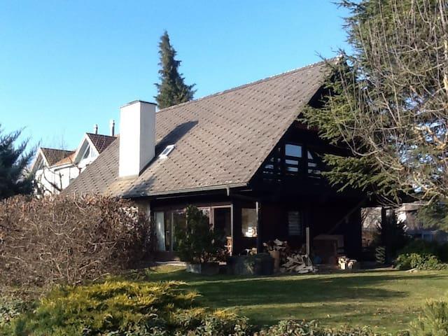 Hexenhäuschen mit Alpenblick - Wohlen bei Bern
