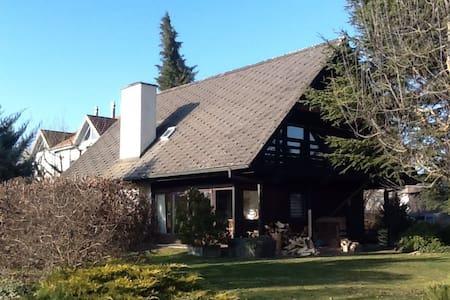 Hexenhäuschen mit Alpenblick - Wohlen bei Bern - Rumah