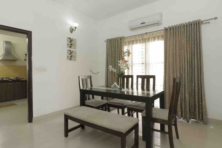 Beautiful 3 Bedroom apt for 6 in central Bangalore