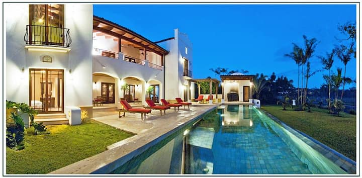 Spacious, Luxury Villa in Gated Community - Walk to Beach!