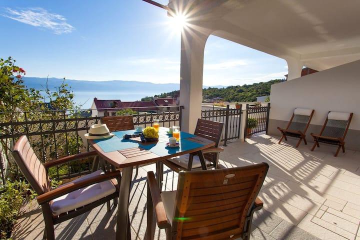 Anamarija 2-nice terrace and a beautiful sea view