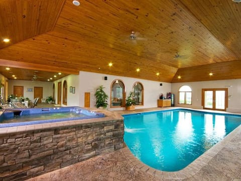 Beautiful Indoor Pool/Spa- 2 Mins from 81 Ranch