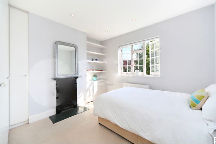 Sunny & spacious room, close to green space