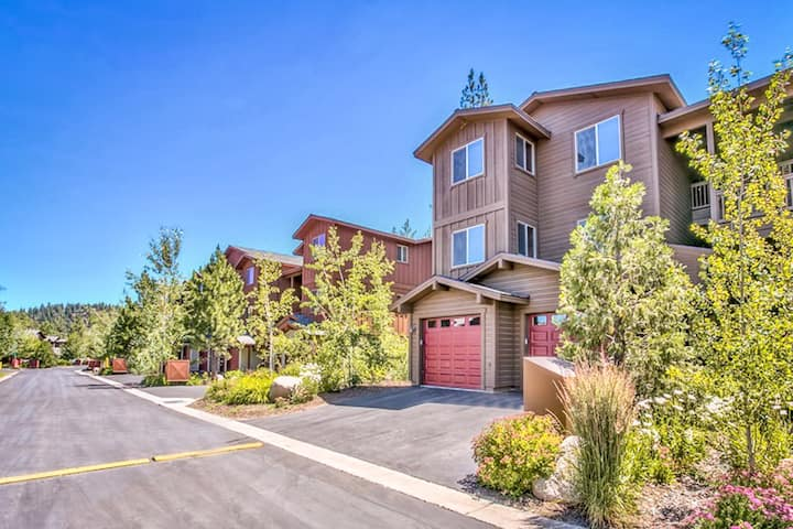 Spacious, 3rd-floor condo w/ deck & shared pool, hot tub, and fitness room!