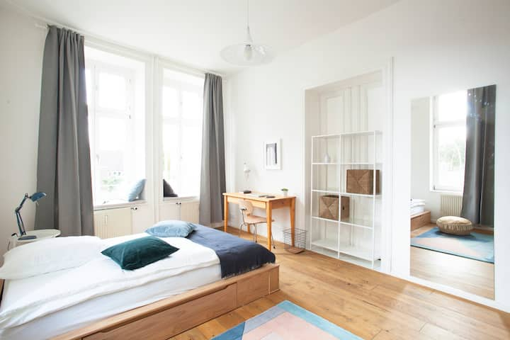 Private Room in Gorgeous Coliving Apartment!