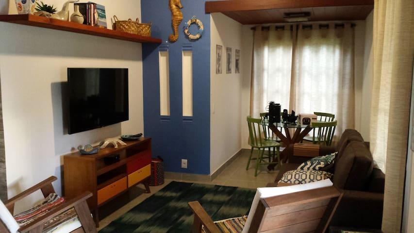 Sala de estar com tv / jogos