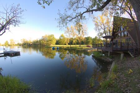 Secluded Lakehouse near Champaign