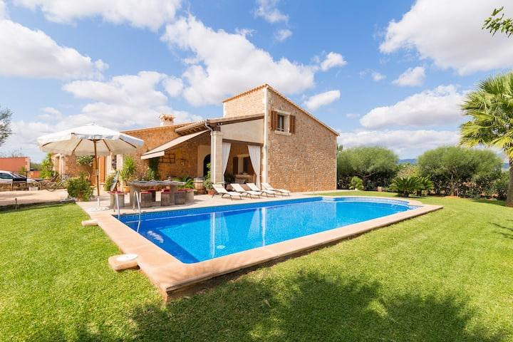 Es Rafalot. Large villa with pool in Binissalem.