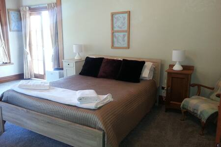 Your Own Space in our Villa - Napier - Bed & Breakfast