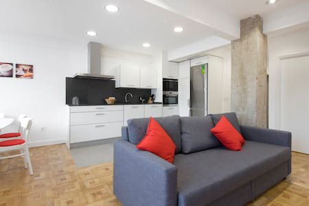 New apartment 3 bedrooms & garage, 5 min downtown