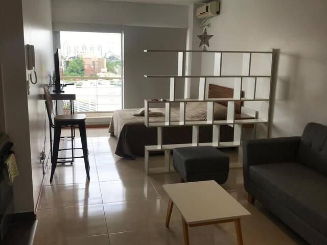 Moderno con balcón, wifi 100mg y Netflix